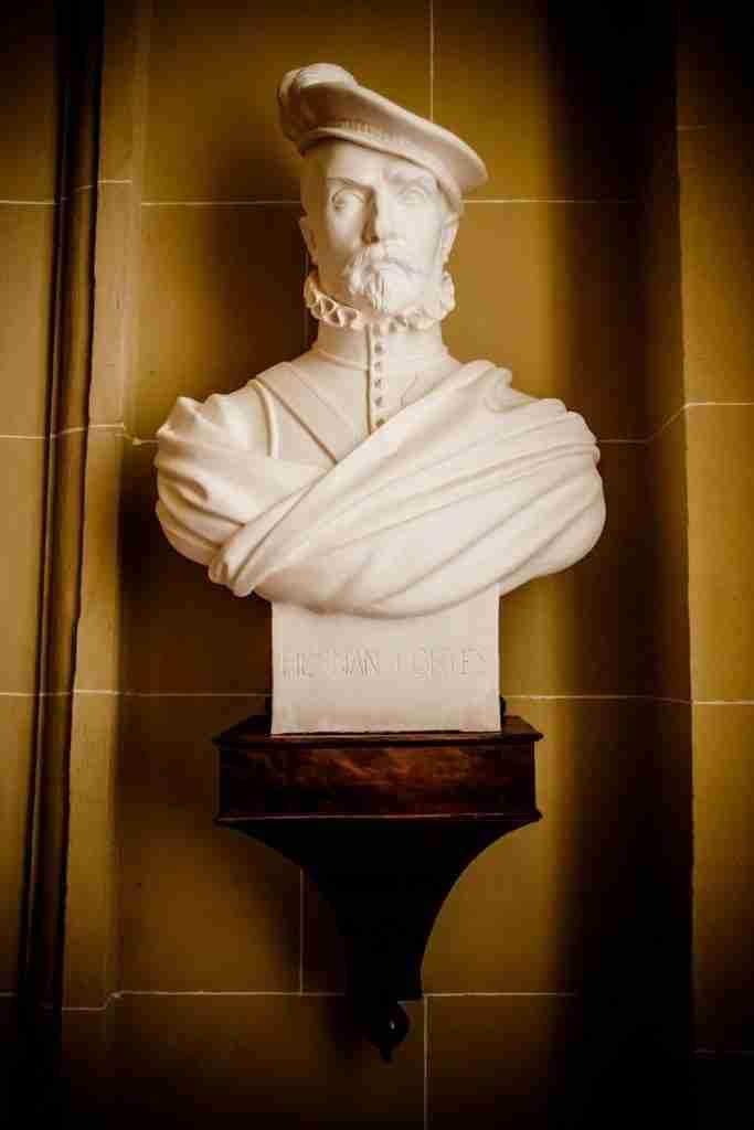 statua-hernan-cortés